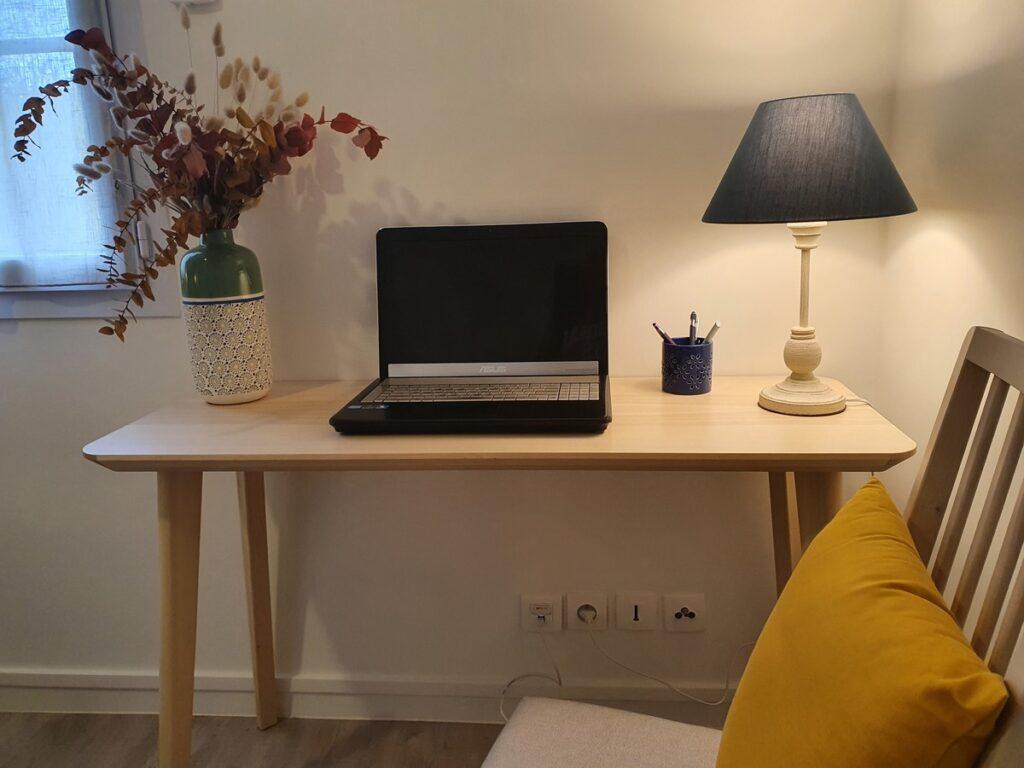 Bureau dans une chambre