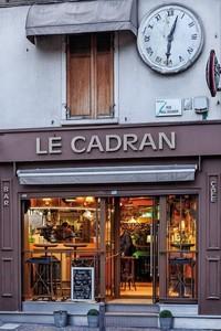 Café Le Cadran à proximité de La Marina